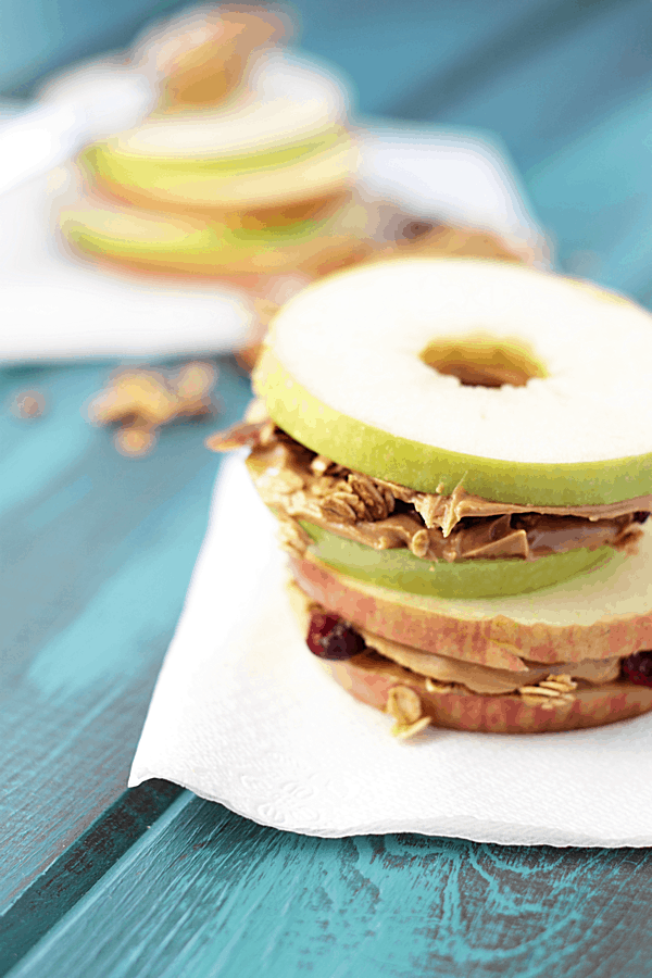 These apple peanut butter granola sandwiches are a fun snack for the kids and grown-ups!! | Countryside Cravings