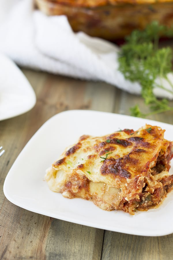 This Classic Lasagna is one of my family's favorite weeknight meal! | Countryside Cravings