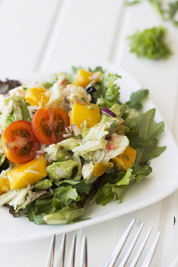 This Crab, Mango and Avocado Salad is a simple salad to put together and is full of flavor! | Countryside Cravings