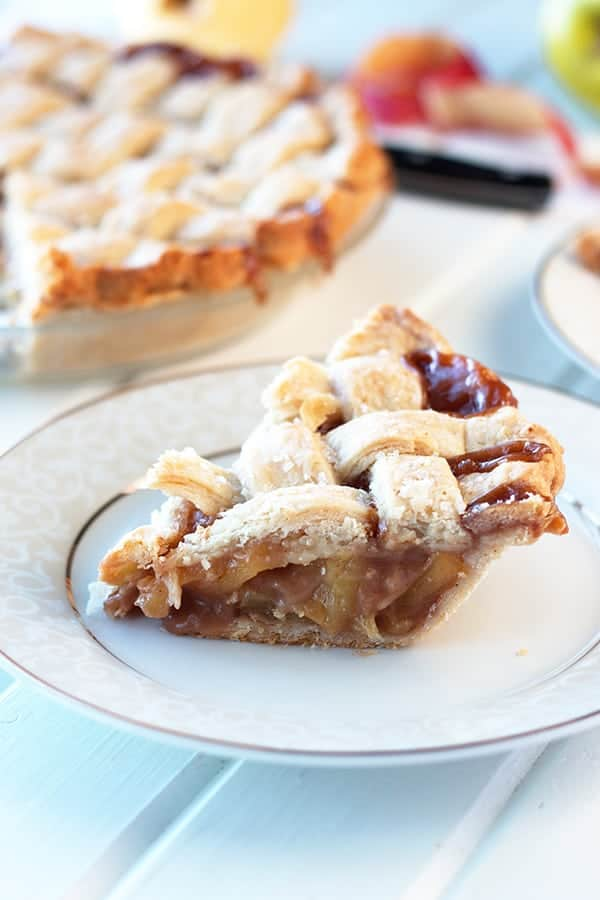 This Caramel Apple Pie is an all American classic but made with salted caramel inside! | Countryside Cravings