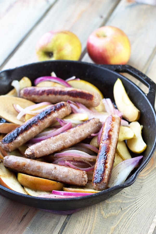 These Sausages and Apples are a quick and tasty one dish meal your whole family will love! | Countryside Cravings