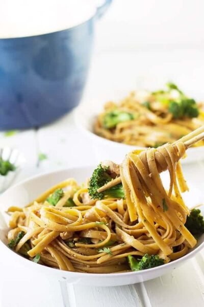 Broccoli and Chicken Noodle Bowl- a quick, easy and tasty weeknight meal! | countrysidecravings.com