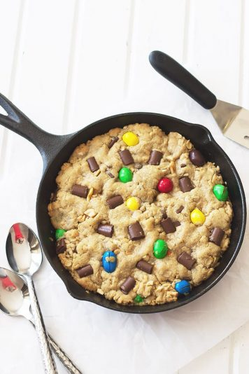 Monster Skillet Cookie -this pizookie is full of M&M's, chocolate chunks, peanuts and all wrapped up in an ooey gooey cookie! | countrysidecravings.com