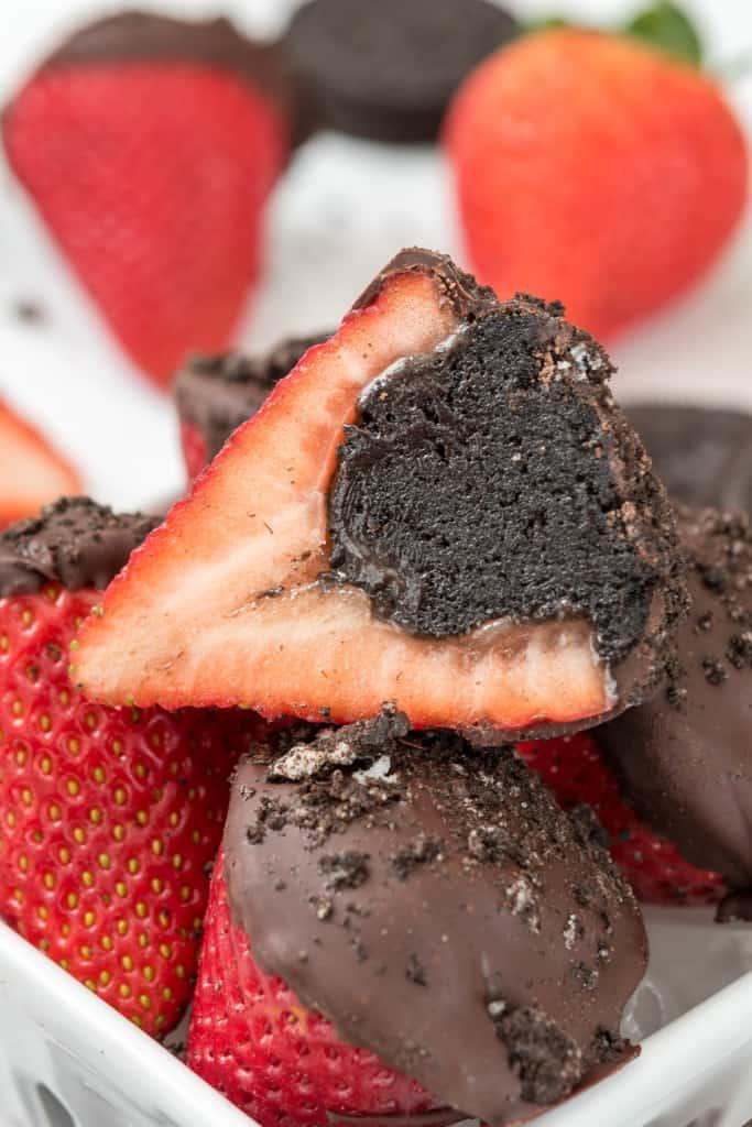 Oreo-Truffle-Dipped-Strawberries-8-of-8
