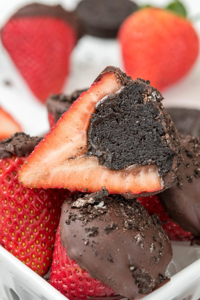 Oreo-Truffle-Dipped-Strawberries-8-of-8