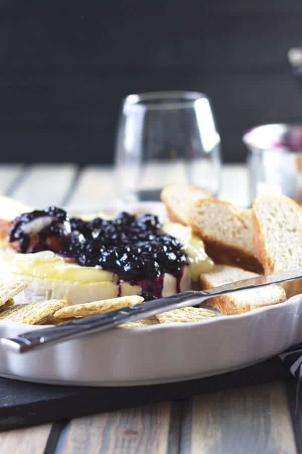 Blueberry Baked Brie -this super easy recipe would make a great appetizer for your next get together! | www.countrysidecravings.com