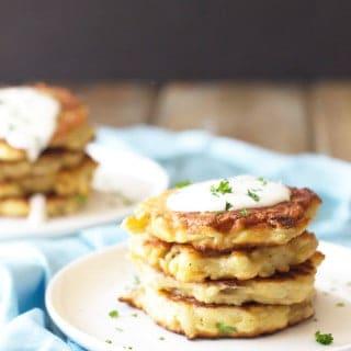 Easy Potato Scallion Pancakes -these Irish potato pancakes are made easy using leftover mashed potatoes and frozen hashbrowns. | www.countrysidecravings.com