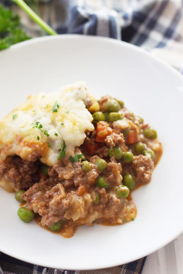 Shepherd's Pie -a quick and easy dinner recipe for any night of the week! | www.countrysidecravings.com