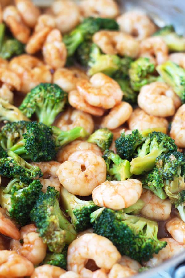 This Quick and Easy Shrimp and Broccoli will be on you table in about 15 minutes! Now that's fast! | www.countrysidecravings.com