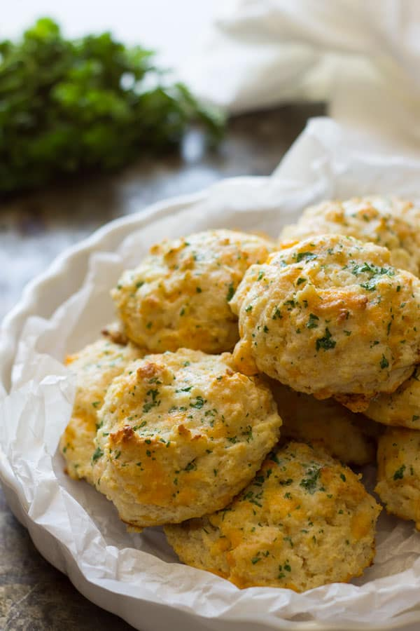 These Garlic Cheddar Biscuits are an easy and quick recipe plus they ...