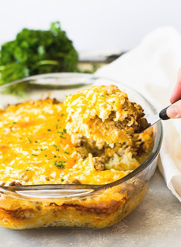 Sausage Hashbrown Breakfast Casserole recipe is super easy to put together. You can even make it the night before and bake it in the morning!   www.countrysidecravings.com