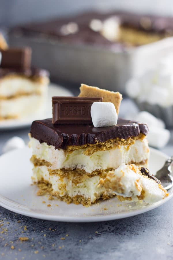 An easy S'mores Ice Box Cake recipe made with graham crackers, marshmallow filling and topped with chocolate ganache! | www.countrysidecravings.com