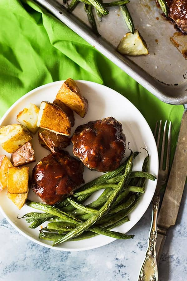 This Sheet Pan BBQ Meatballs Green Beans and Potatoes dinner is super easy, hearty and comforting! | www.countrysidecravings.com