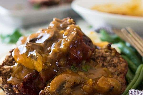 An Old Fashioned Meatloaf that is tender, juicy and just the way Grandma made it. | www.countrysidecravings.com