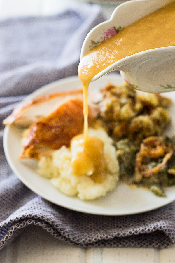 An easy foolproof way to make Homemade Turkey Gravy with or without drippings! | www.countrysidecravings.com