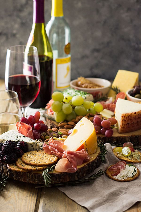 This easy cheese board is a must have appetizer for any holiday get together!   www.countrysidecravings.com