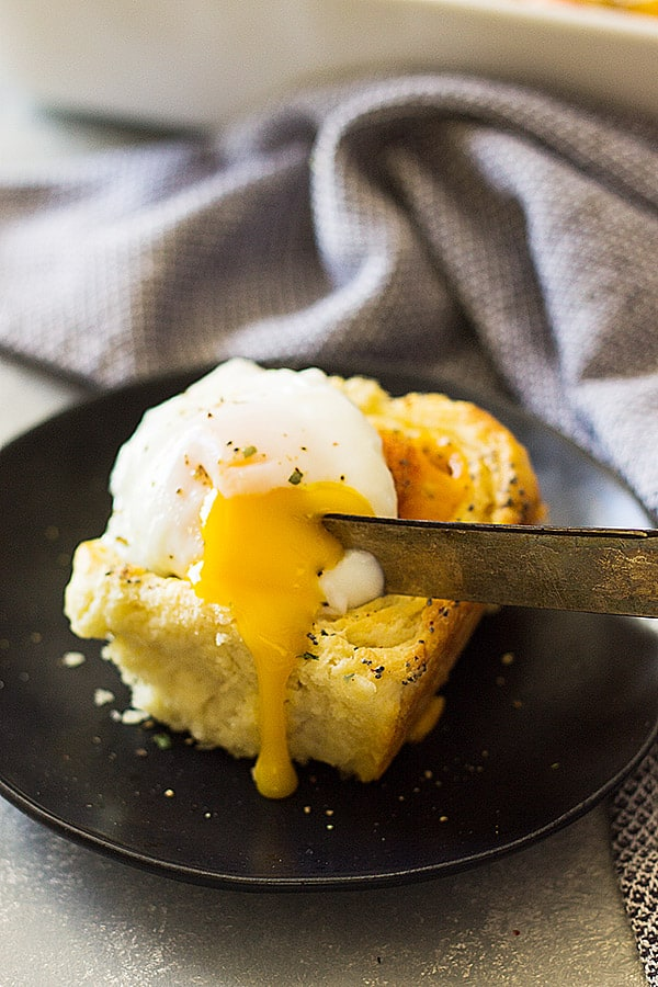 These Ham and Cheddar Biscuit Rolls are made with homemade biscuit dough, ham, cheddar and topped with a yummy glaze!   www.countrysidecravings.com