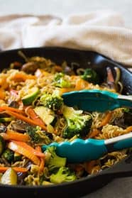 This super Easy Vegetable Ramen is full of tender crisp vegetable, tender noodles and a flavorful sauce. Plus this meal can be made in only 20 minutes! | www.countrysidecraving.com