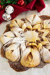 Brioche Snowflake decorated with powdered sugar.