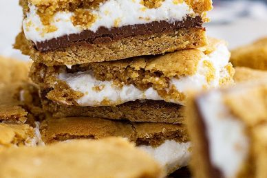 These S'more Cookie Bars are a great way to enjoy a s'more without the fire! #smore #dessert #easyrecipe #chocolate