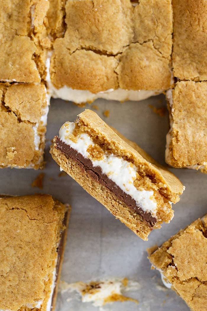 These S'more Cookie Bars are filled with chocolate, gooey marshmallow, and a graham cracker cookie crust. The perfect way to enjoy a s'more without the campfire! #dessert #chocolate #smore #easyrecipe