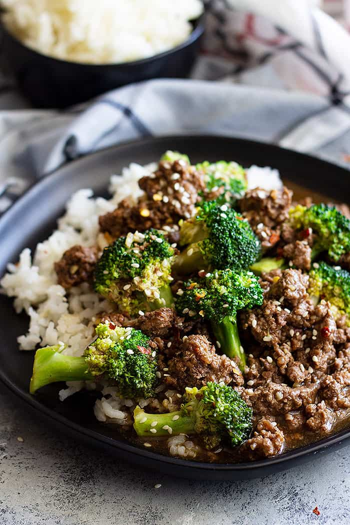 This Easy Ground Beef and Broccoli is a super quick weeknight meal! Packed with flavor and a lot healthier than take-out! #chinese #easy #beef