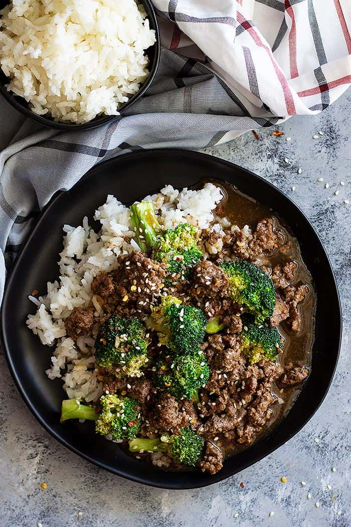 This Easy Ground Beef and Broccoli is healthier and cheaper than take out! It's full of flavor and a super quick weeknight meal! #chinese #healthy #beef