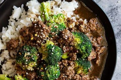 This Easy Ground Beef and Broccoli is a great alternative to that expensive take out! It's quick and easy to make, full of flavor, and healthier too! #chinese #beef #quick #healthy