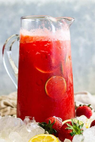 This Strawberry Lemonade Margarita is the perfect summertime drink! It's easy to make and easy to drink! #strawberry #margarita #cocktail #easy