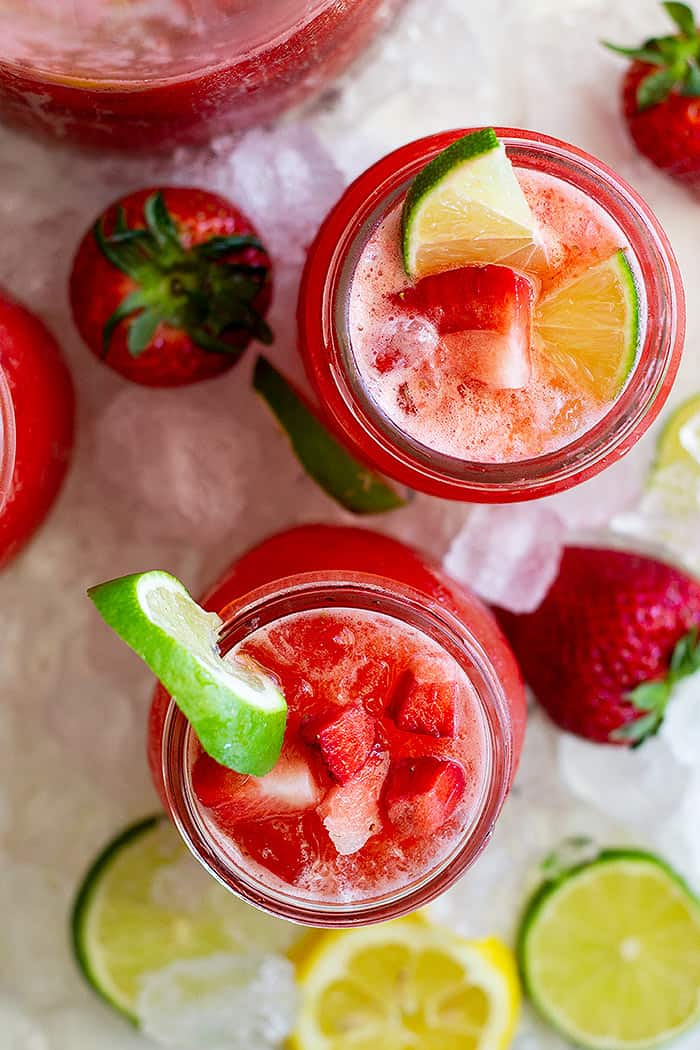 This Strawberry Lemonade Margarita is refreshing drink that's perfect for summer! It's easy to make and easy to drink! #cocktail #strawberry #margarita #easy