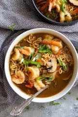 This Easy Shrimp Ramen Soup is so much better than that packet of noodles!! Packed with vegetables, shrimp, and full of flavor! #shrimp #soup #easyrecipe #ramen