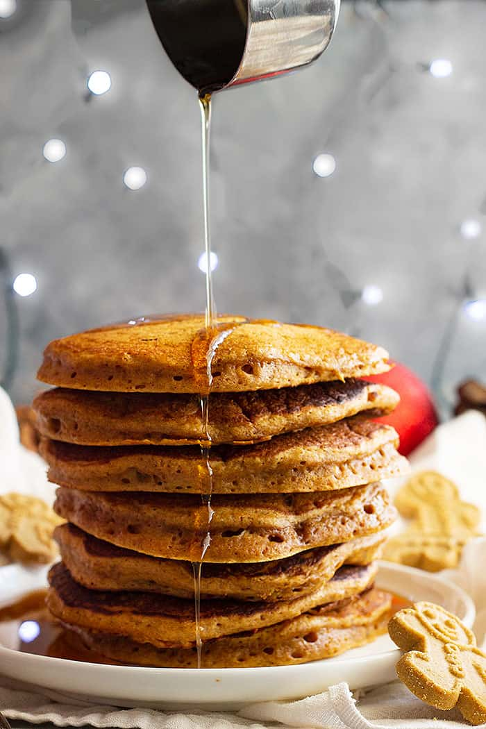 These warmly spiced Gingerbread Pancakes will be perfect for Christmas morning! #gingerbreadpancakes #christmasmorningbreakfast