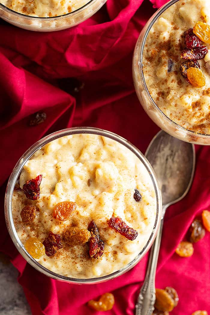 This Creamy Rice Pudding is a simple rice pudding with a touch of cinnamon, vanilla, and raisins. It's made on the stovetop for the creamiest rice pudding! #creamyricepudding #homemadericepudding