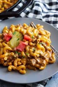 This Hamburger Helper Cheeseburger Pasta Skillet is so much healthier than the store bought stuff! And it's still made in under 30 minutes! #hamburger #pastaskillet
